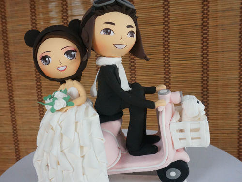 Picture of Vespa with Basket Wedding Cake Topper