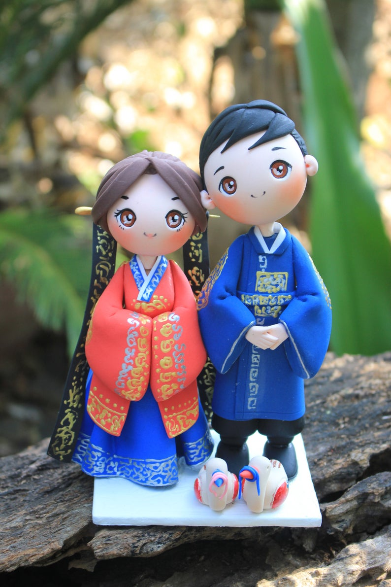 Picture of Royal Korean wedding cake topper