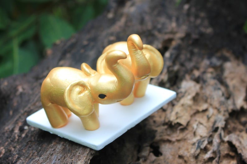 Picture of Elephant wedding cake topper
