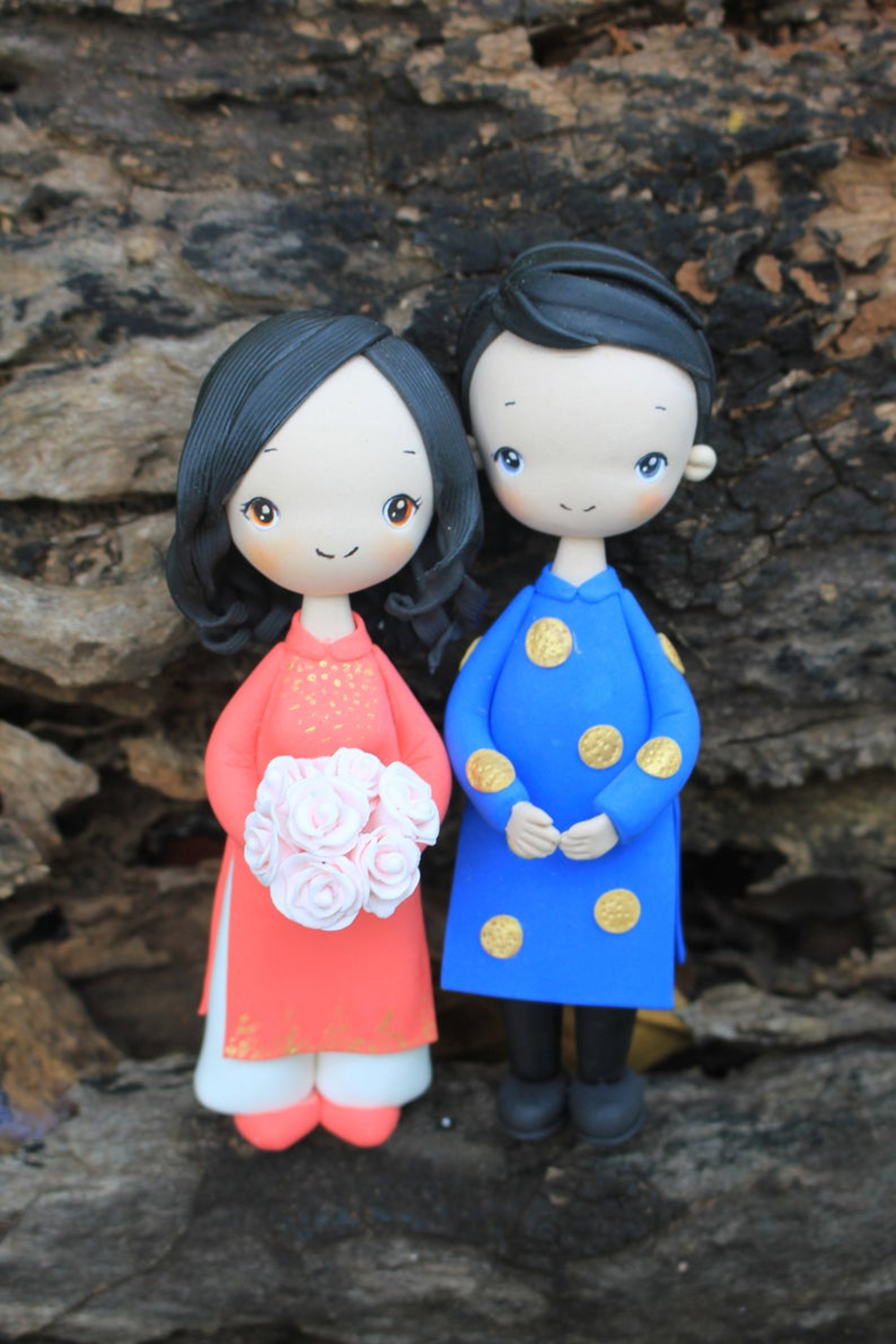 Picture of Traditional Vietnam wedding cake topper